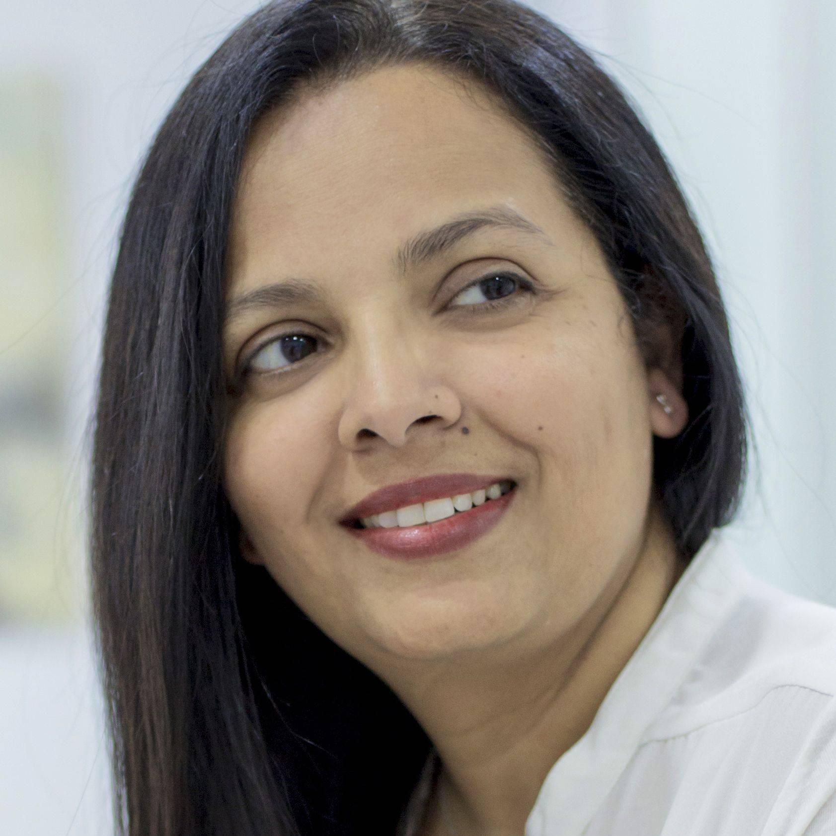 Dra Prachiti Kinikar profesional del Ayurveda
